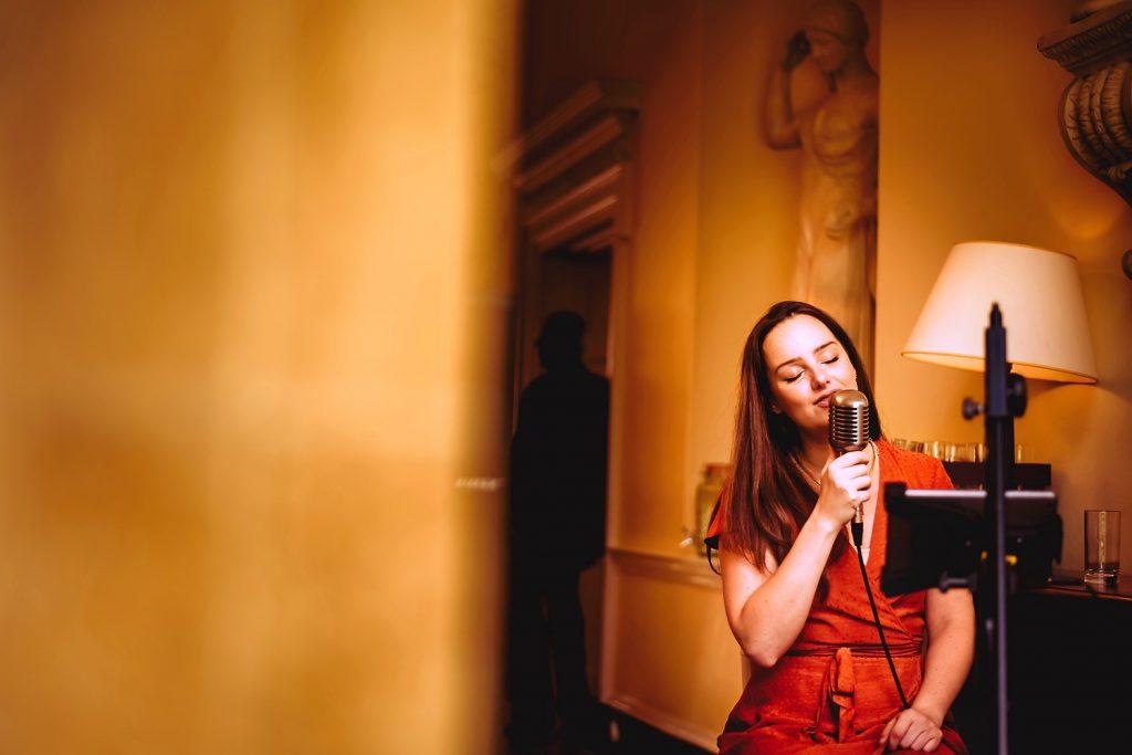 singer at botleys mansion